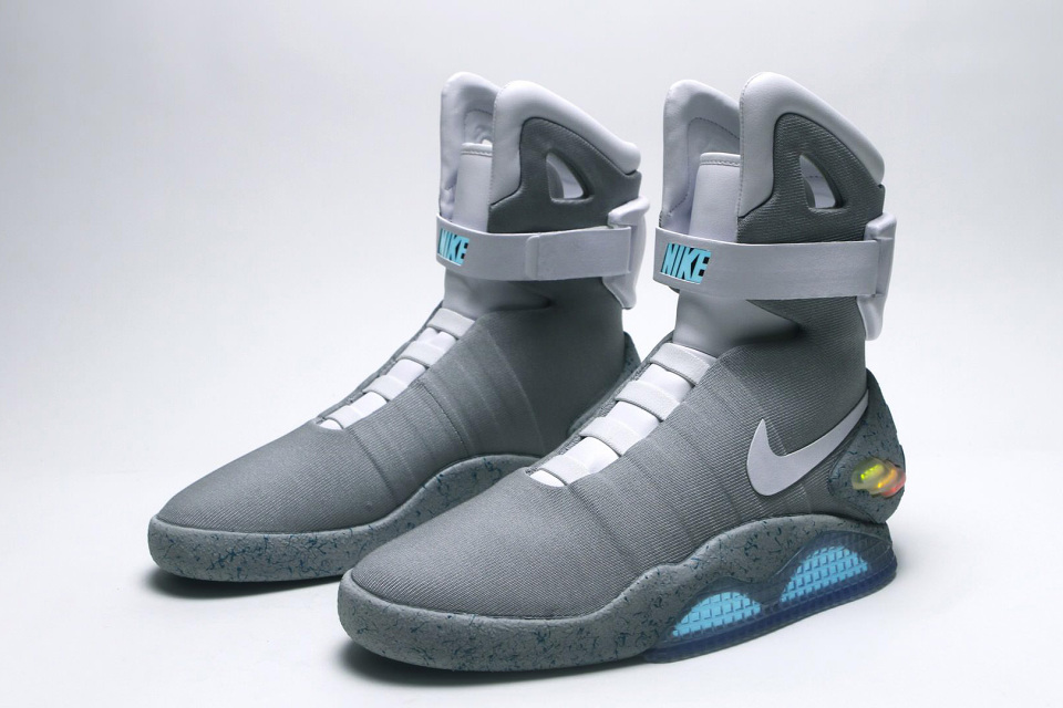 Nike Back To The Future self-tying laces